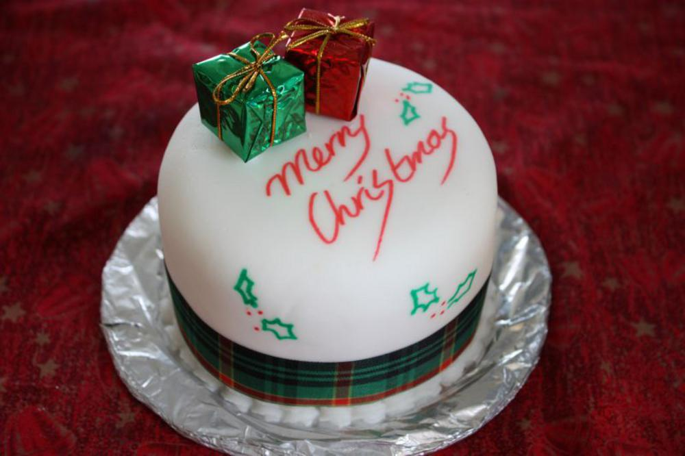 Christmas-Cake-Decoration
