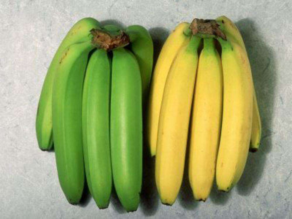 green_unripen_and_ yellow_ ripen_ bananas